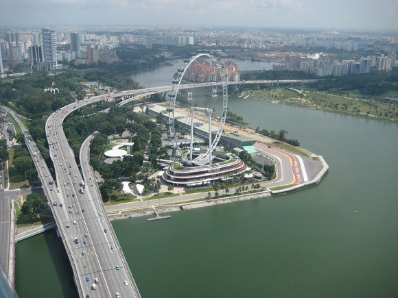 Singapore Flyer by Calistemon (creative commons)