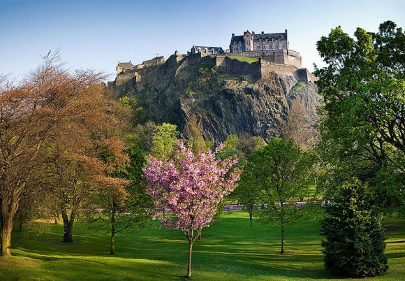 Edinburgh Castle by Mactographer via Wikipedia used under CC