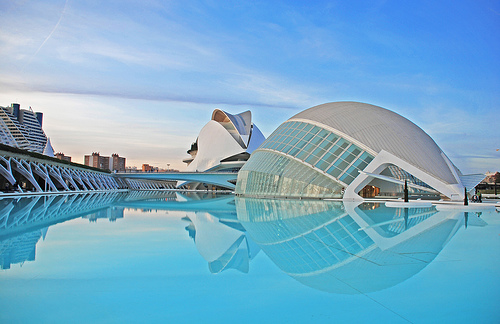 Modern architecture in Valencia by Ka13 (Creative Commons)