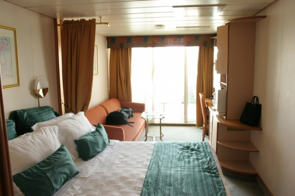 Luxury cruise cabin (creative commons)