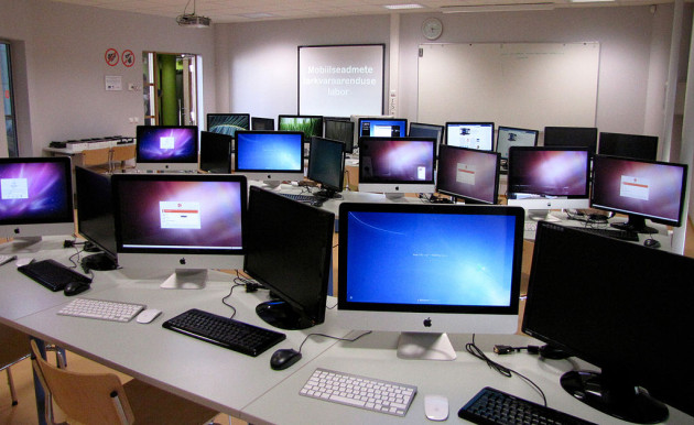 1024px-Mobile_software_development_laboratory_in_The_Estonian_Information_Technology_College