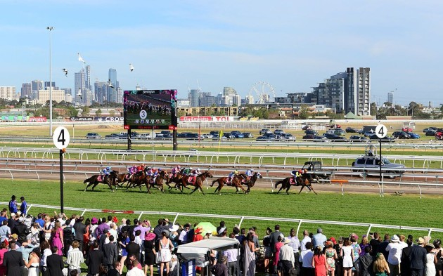 Race_10_Emirates_Airline_Plate_2013_Melbourne_Cup