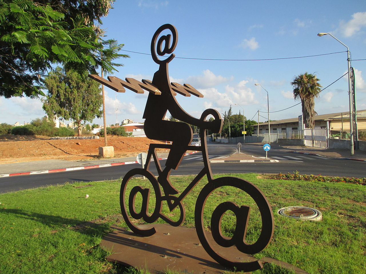 1280px-pikiwiki_israel_32304_the_internet_messenger_by_buky_schwartz